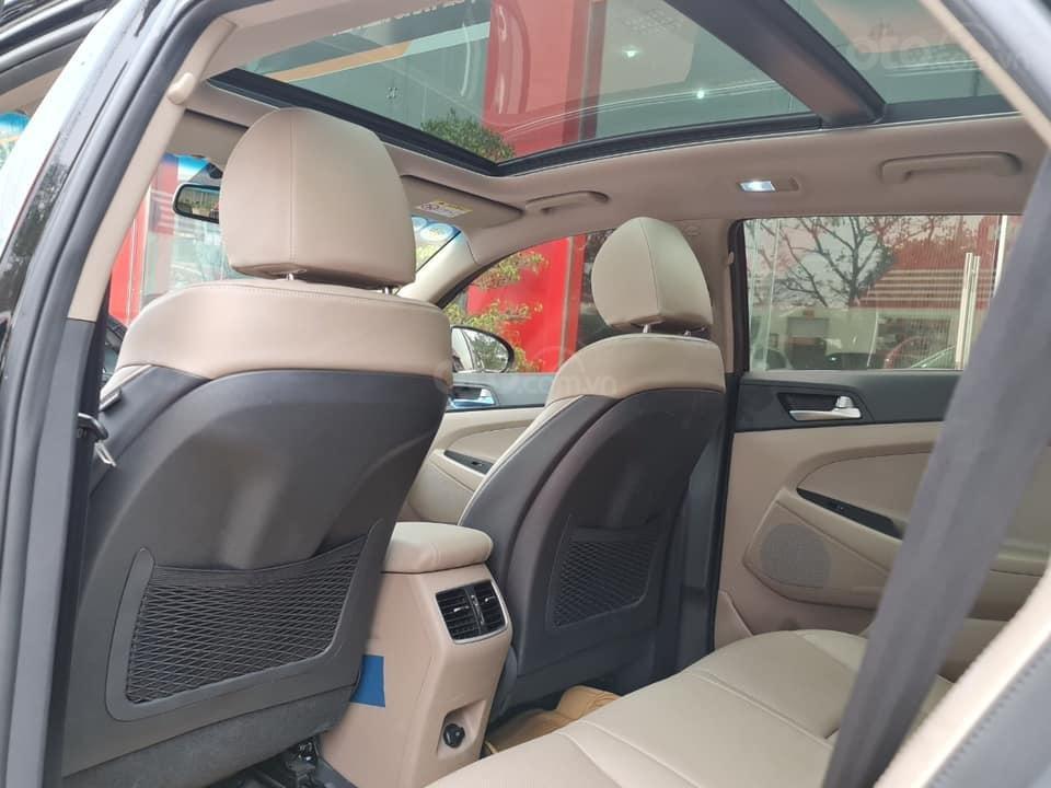 Bán Hyundai Tucson đời 2019, màu đen chính chủ (7)