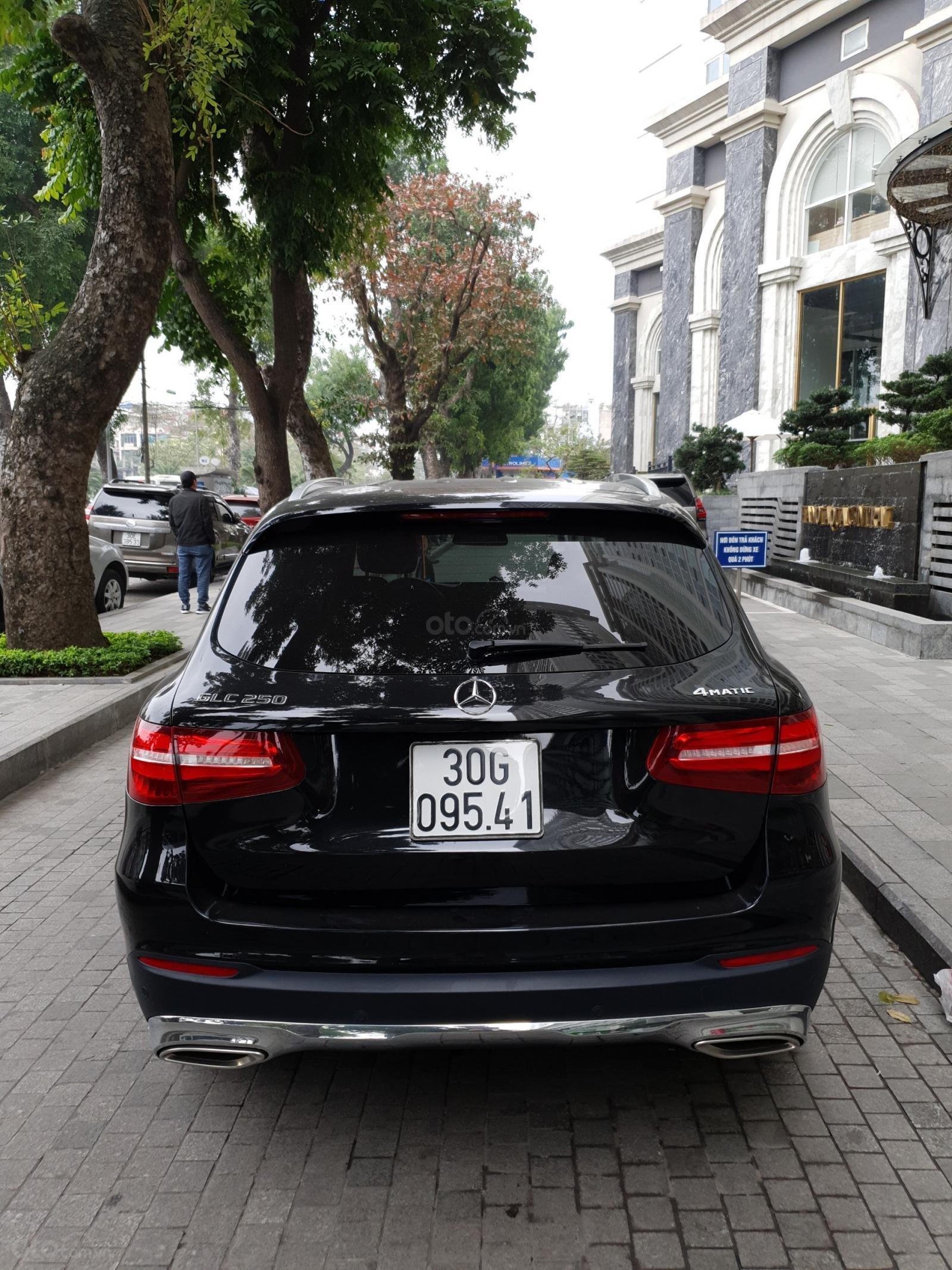 Bán Mercedes Benz GLC 250 đen nâu 2018 (4)