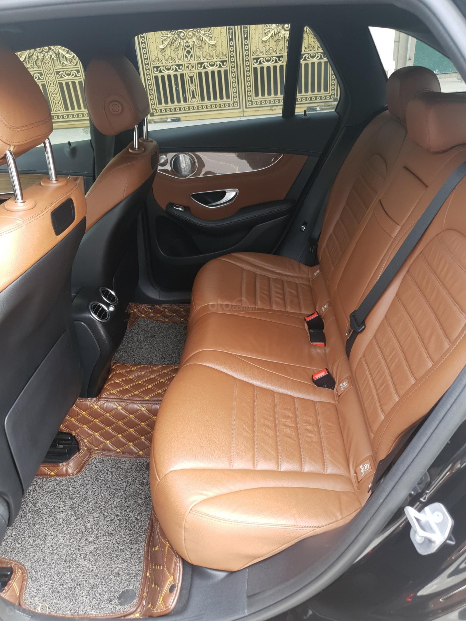Bán Mercedes Benz GLC 250 đen nâu 2018 (8)