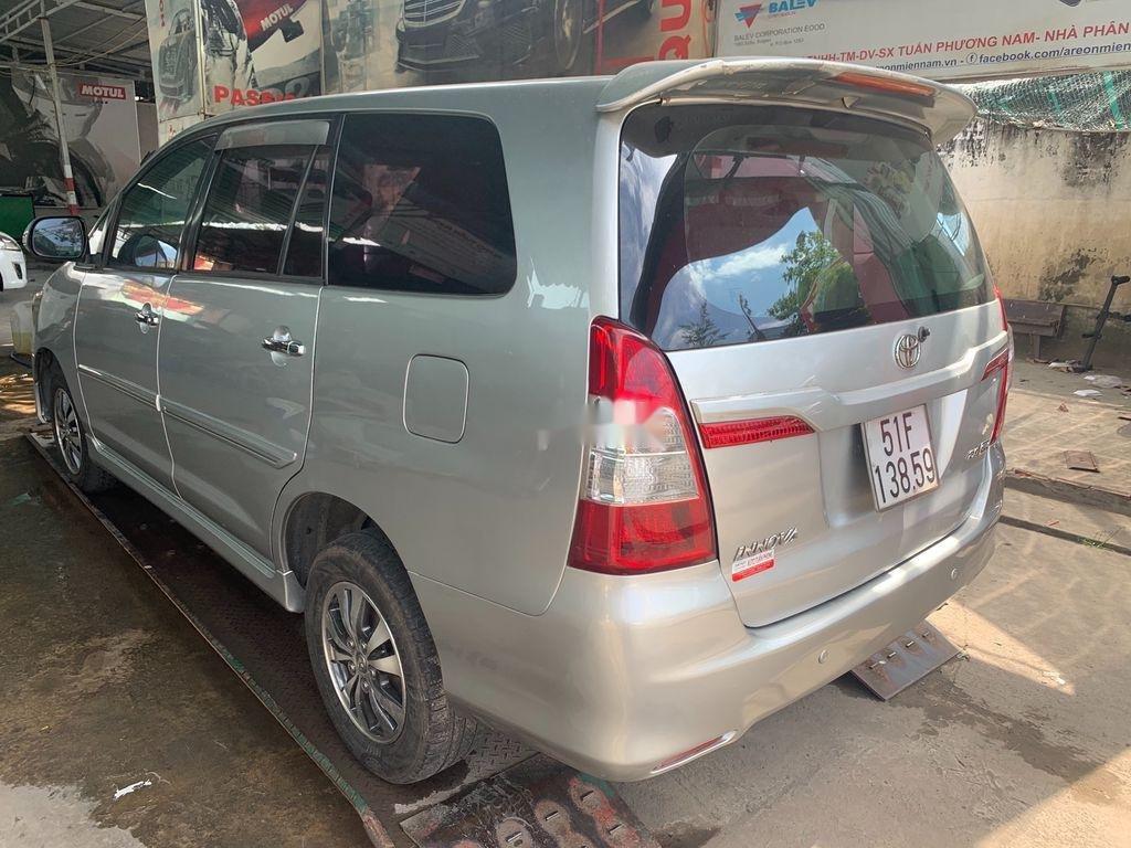 Cần bán xe Toyota Innova 2015, màu bạc (12)