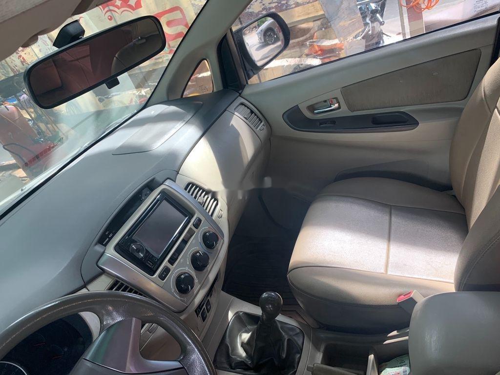 Cần bán xe Toyota Innova 2015, màu bạc (5)