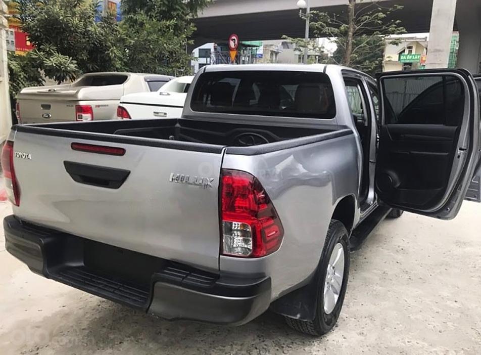 Bán Toyota Hilux 2.4E 4x2 MT năm 2016, màu bạc, nhập khẩu (3)
