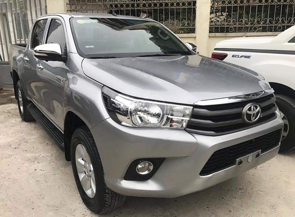 Bán Toyota Hilux 2.4E 4x2 MT năm 2016, màu bạc, nhập khẩu (1)