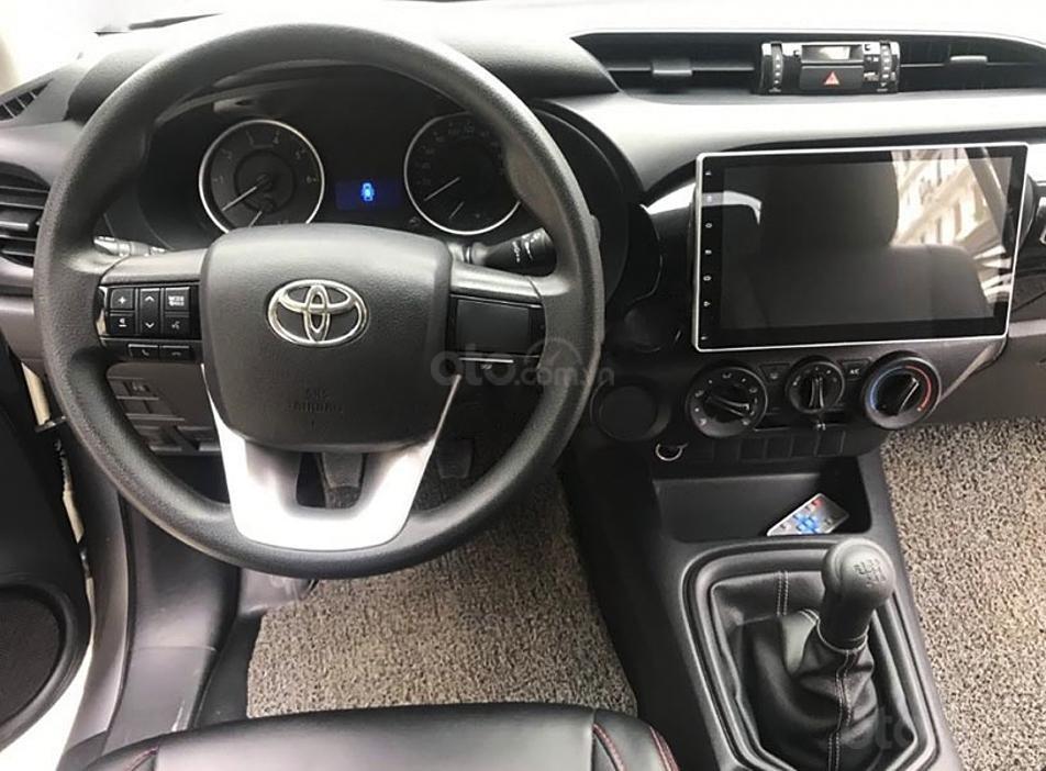 Bán Toyota Hilux 2.4E 4x2 MT năm 2016, màu bạc, nhập khẩu (2)
