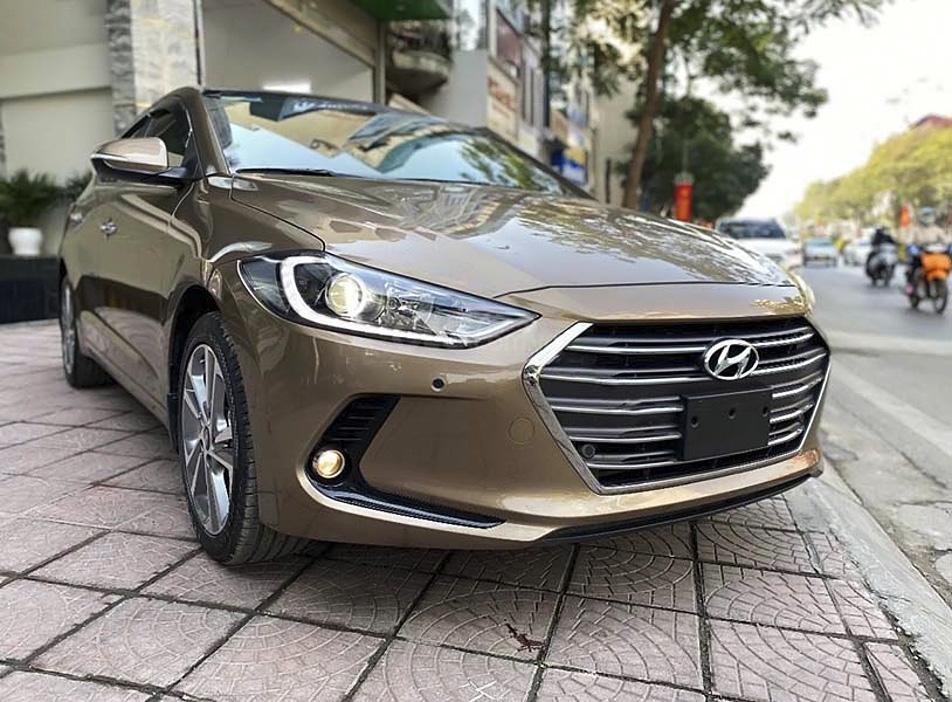 Cần bán xe Hyundai Elantra sản xuất năm 2018, màu nâu  (1)