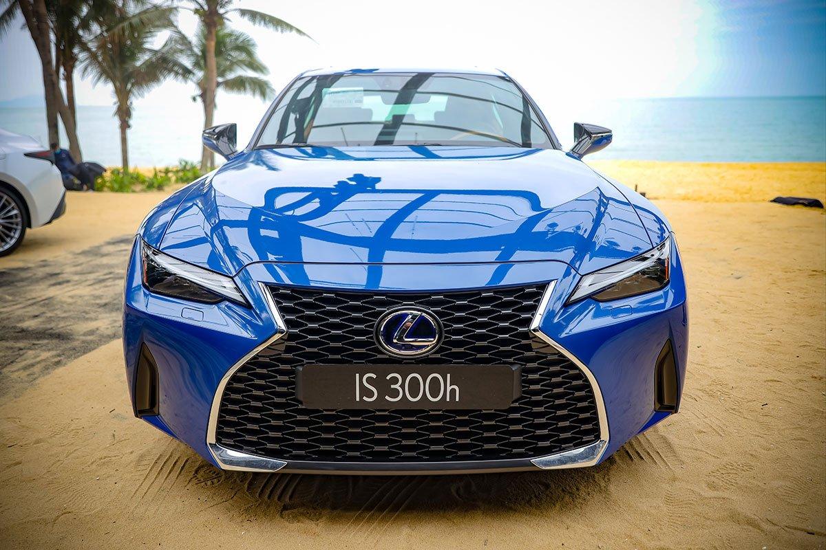 Lexus IS 2021 bản 300h sử dụng động cơ hybrid 1