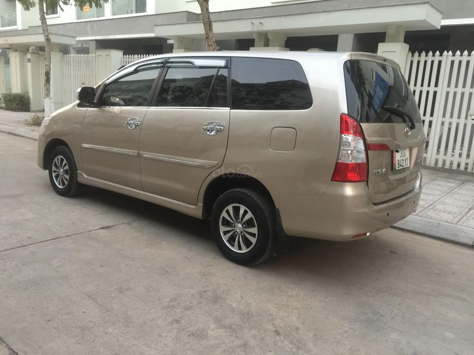 Tôi cần bán gấp chiếc Toyota Innova 2.0E 2014, số sàn (4)