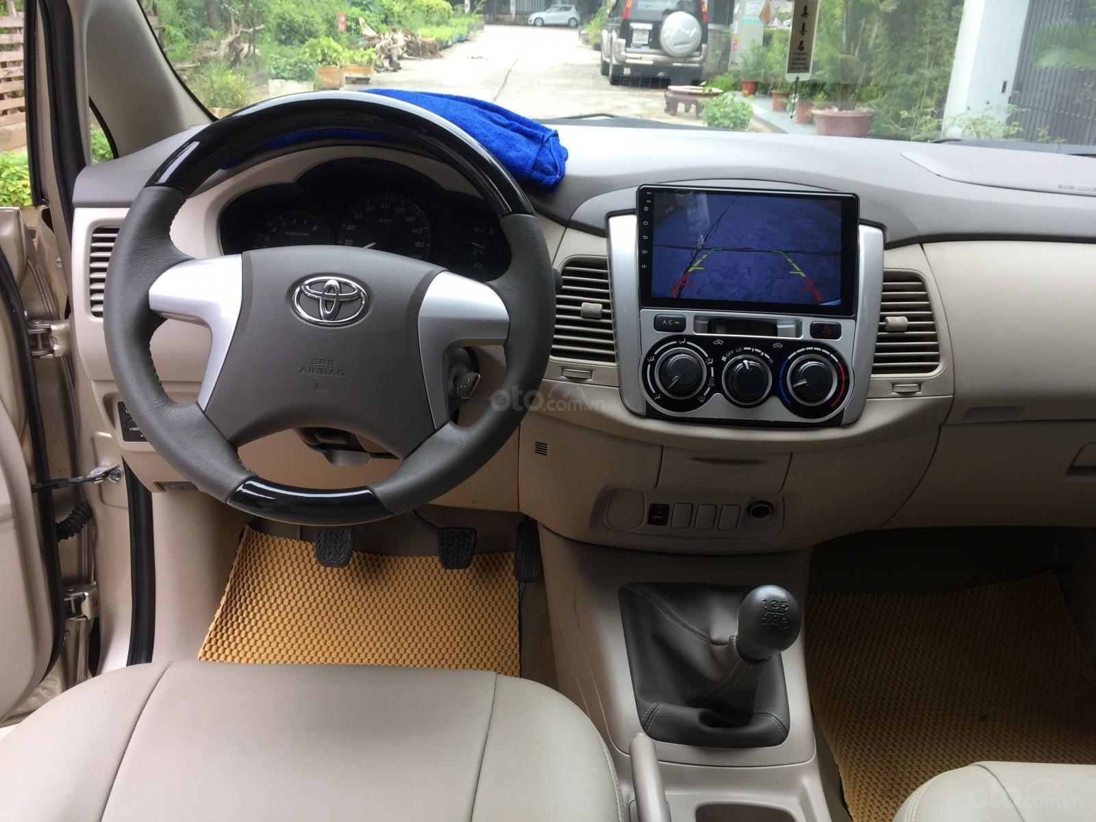 Tôi cần bán gấp chiếc Toyota Innova 2.0E 2014, số sàn (7)