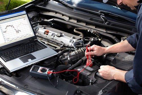 Kiểm tra các mạch điện trong ô tô.