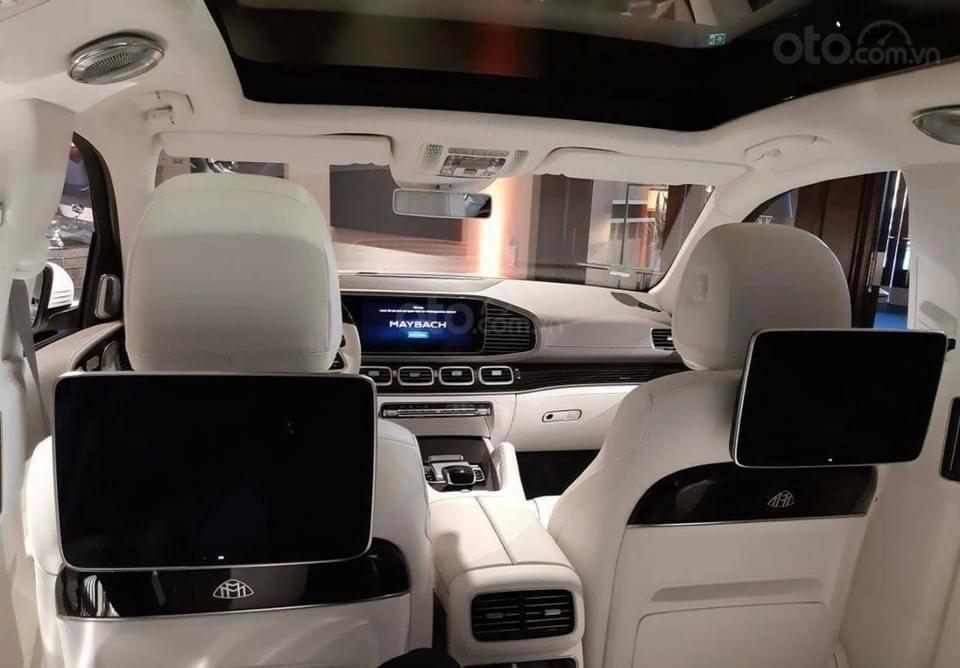 Mercedes-Benz GLS600 Maybach trắng kem 2021, mới 100%, giao xe ngay tháng (7)