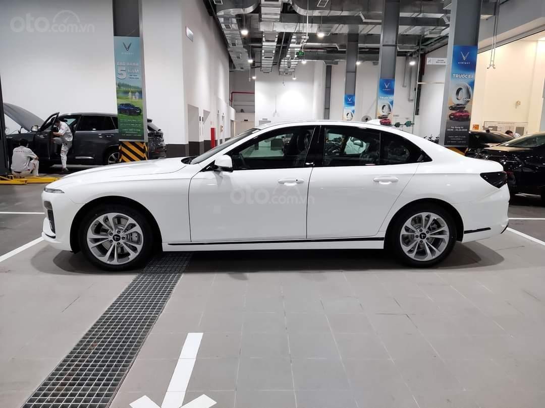 Vinfast Lux A ưu đãi hơn 300tr, sẵn xe giao ngay, hỗ trợ 100% thuế trước bạ, vay tối đa 90% (1)