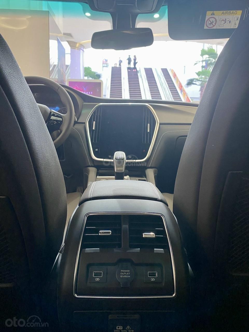 Vinfast Lux A ưu đãi hơn 300tr, sẵn xe giao ngay, hỗ trợ 100% thuế trước bạ, vay tối đa 90% (5)