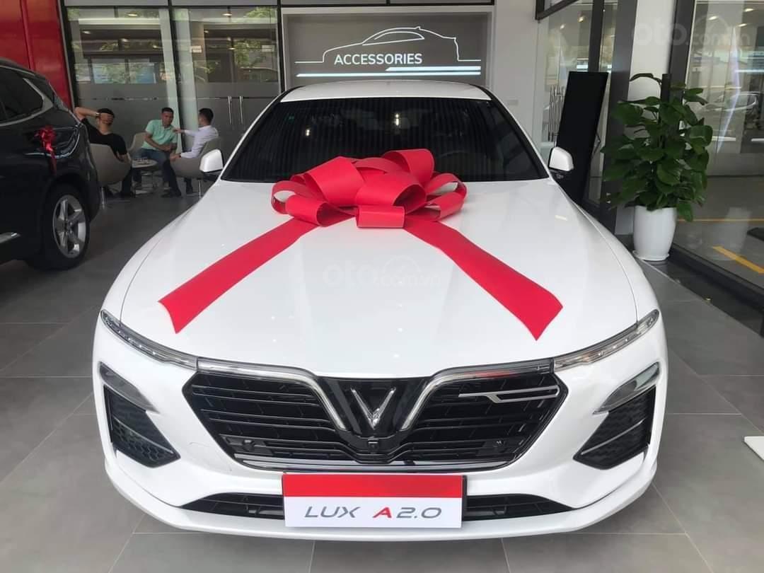 Vinfast Lux A ưu đãi hơn 300tr, sẵn xe giao ngay, hỗ trợ 100% thuế trước bạ, vay tối đa 90% (6)
