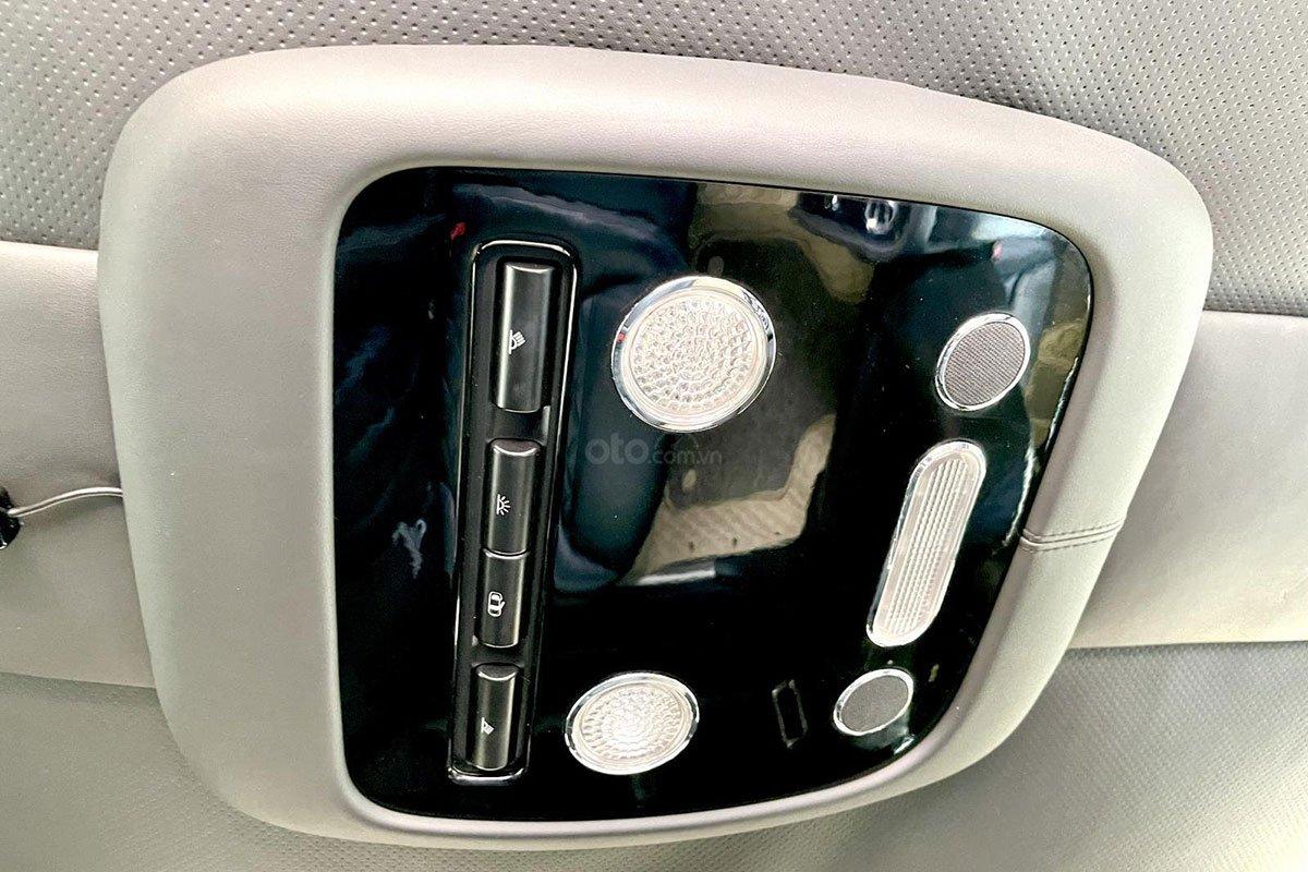 Điều chỉnh hệ thống đèn nội thất trên xe Bentley Continental Flying Spur Speed 2009 1