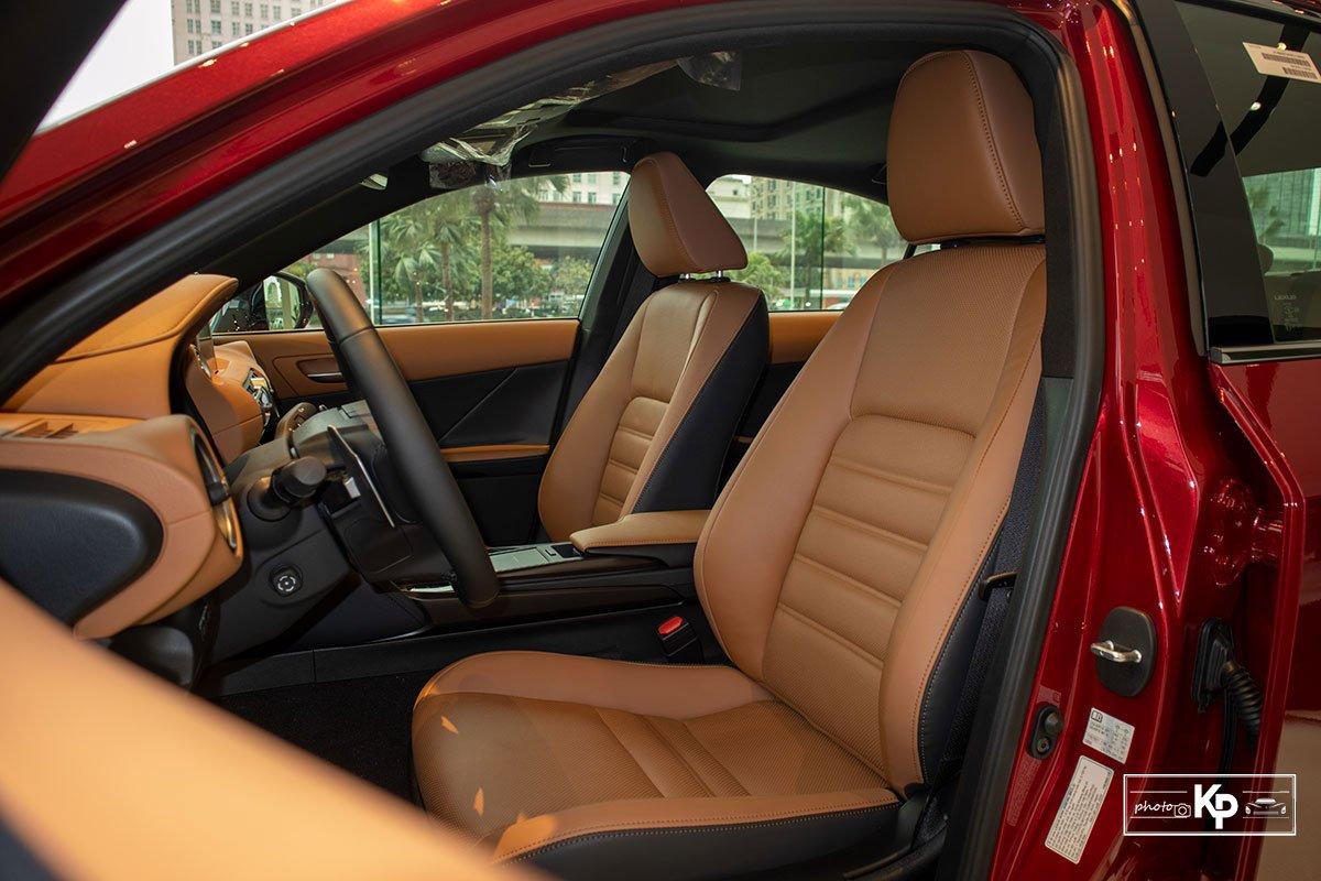 Ảnh Ghế lái xe Lexus IS 300 2021
