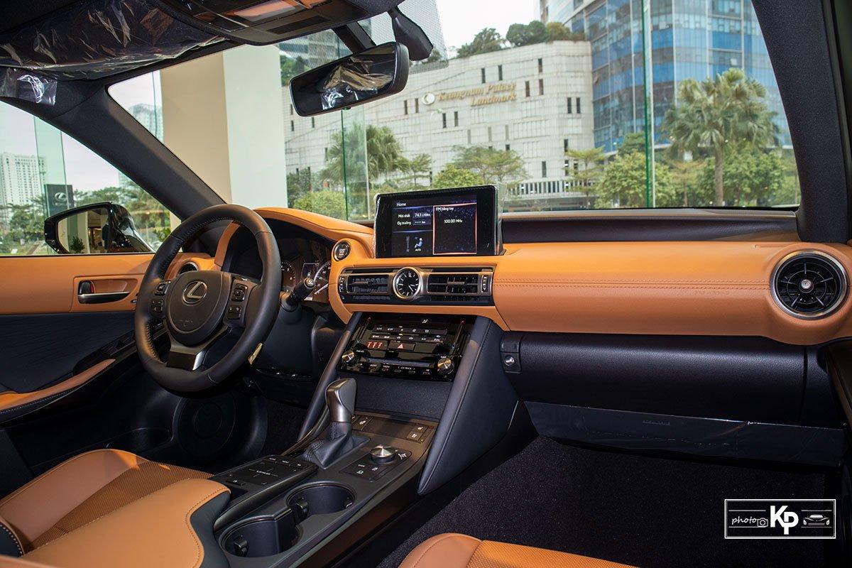 Ảnh Khoang lái xe Lexus IS 300 2021
