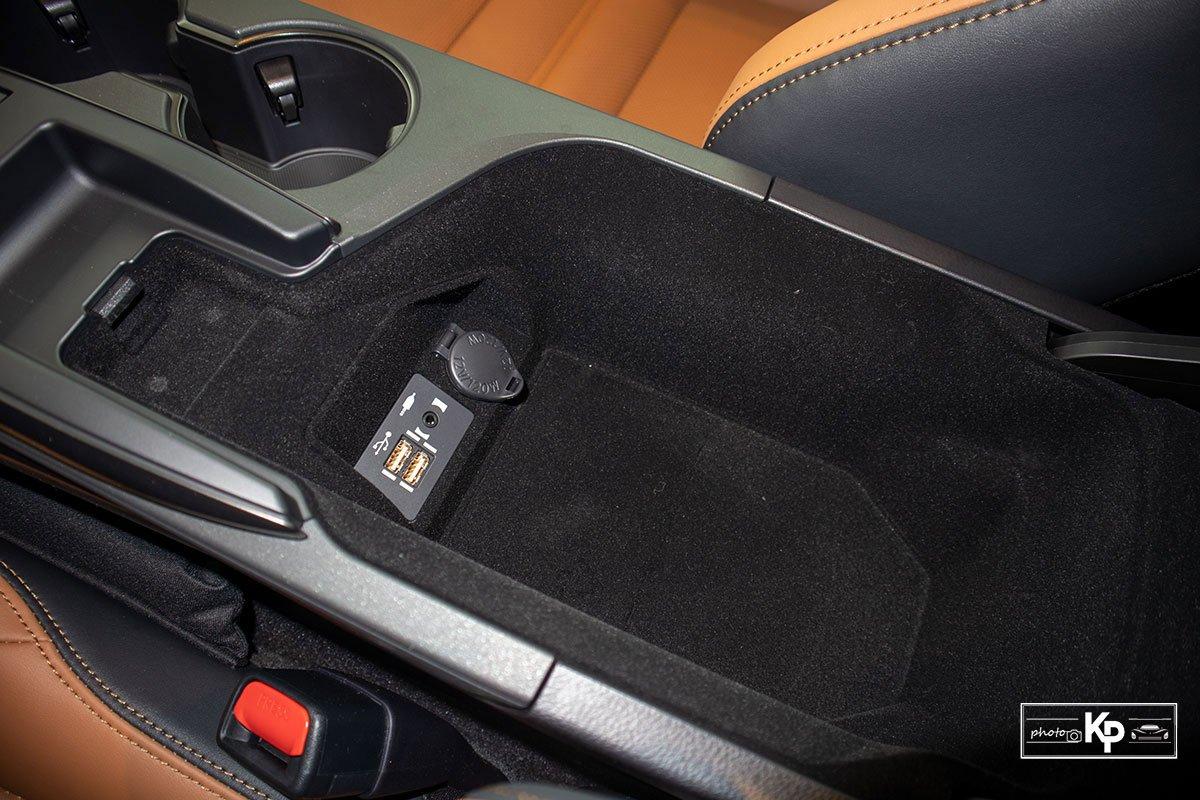 Ảnh Hộp đồ xe Lexus IS 300 2021