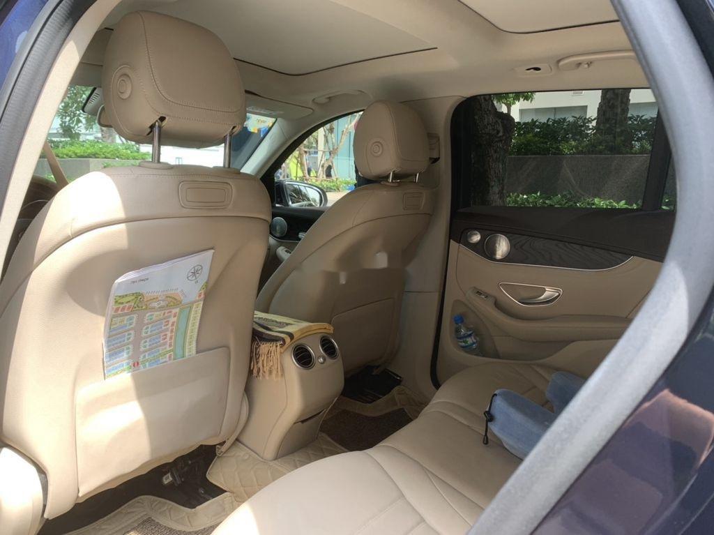 Cần bán xe Mercedes GLC 300 sản xuất năm 2019 (9)