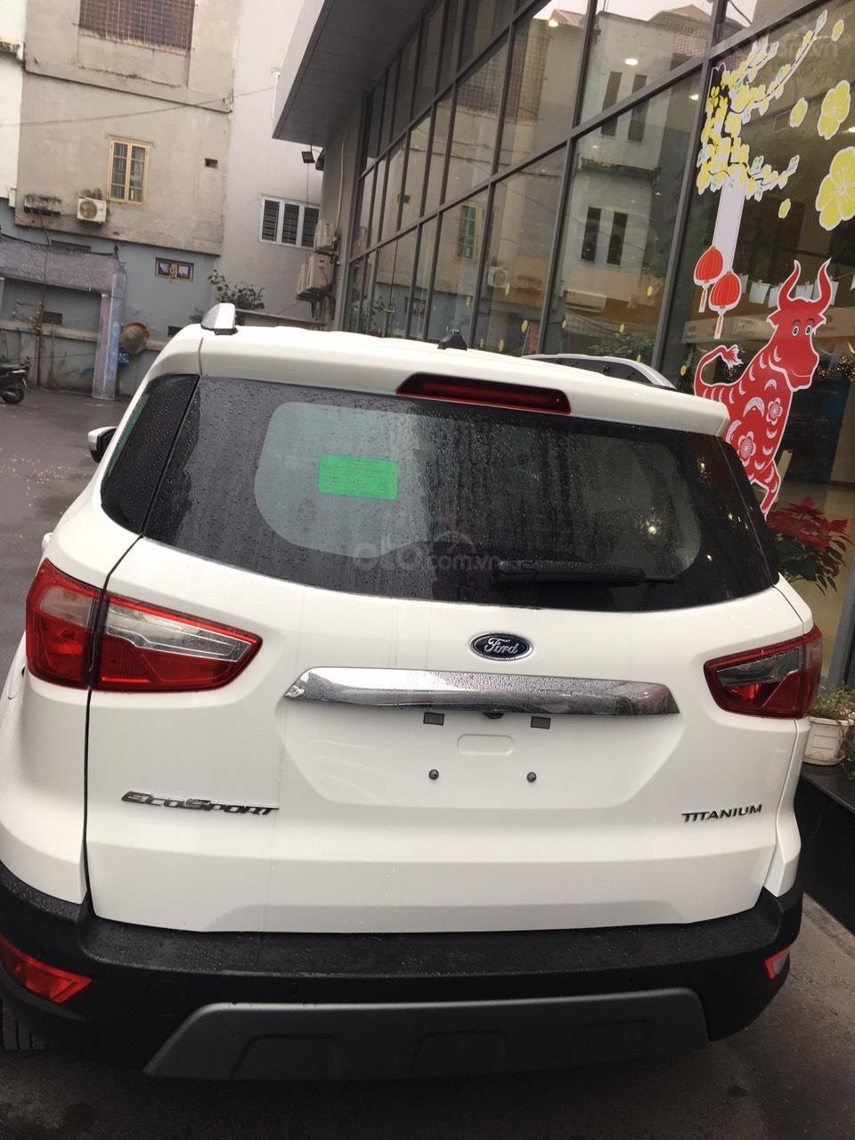 Hỗ trợ 50% lệ phí trước bạ và tặng kèm phụ kiện khi mua xe Ford Ecosport Titanium (2)