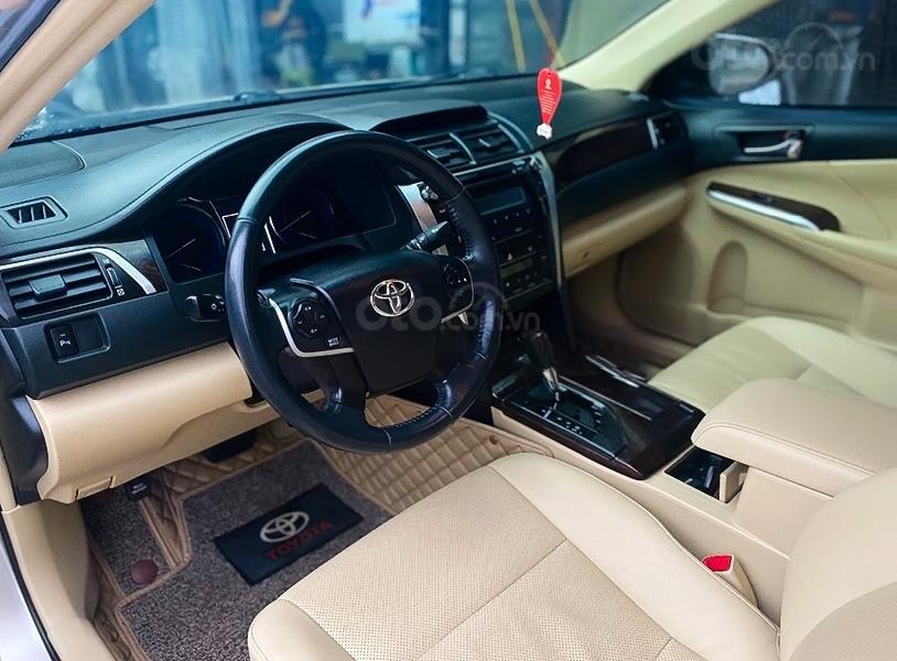 Xe Toyota Camry 2.0 E sản xuất năm 2016, màu vàng còn mới (3)
