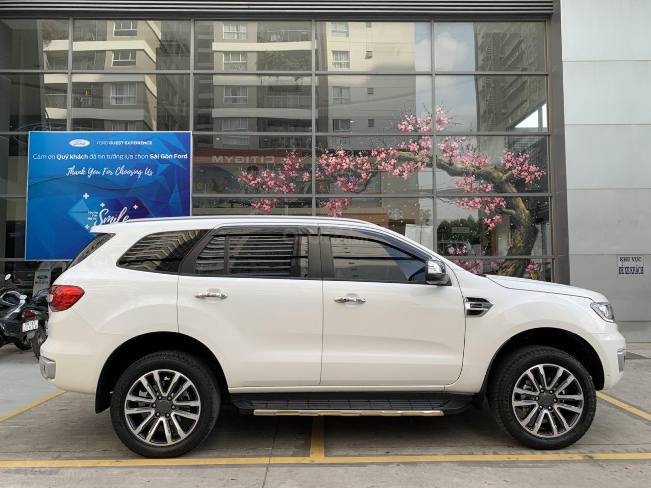 Ford Everest Titanium Biturbo 2019 trắng, xe đẹp cho mọi người (2)