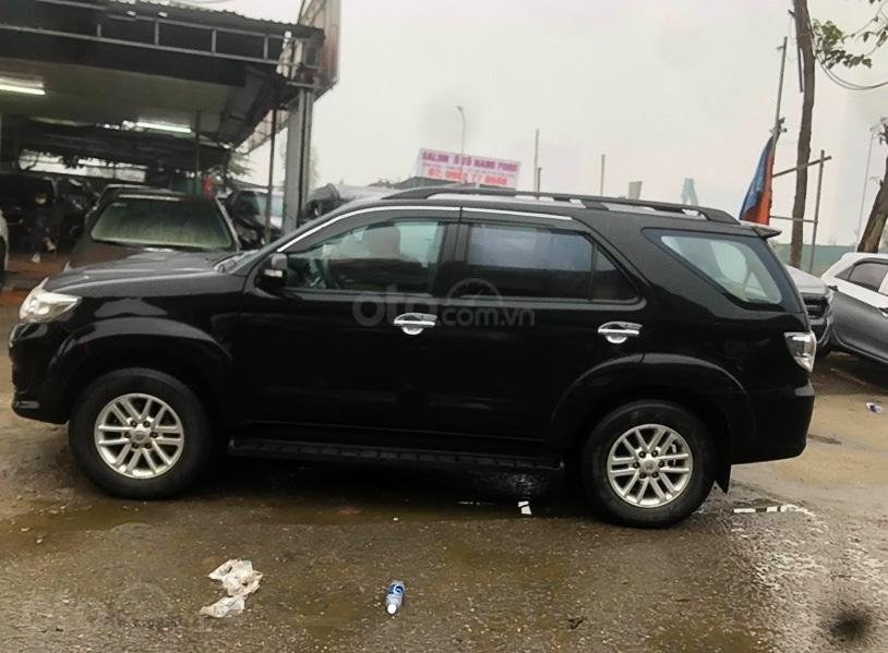 Xe Toyota Fortuner sản xuất 2014, màu đen còn mới (5)