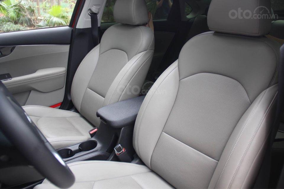 Cần bán ô tô Kia Cerato sản xuất năm 2020, màu đỏ chính chủ (4)