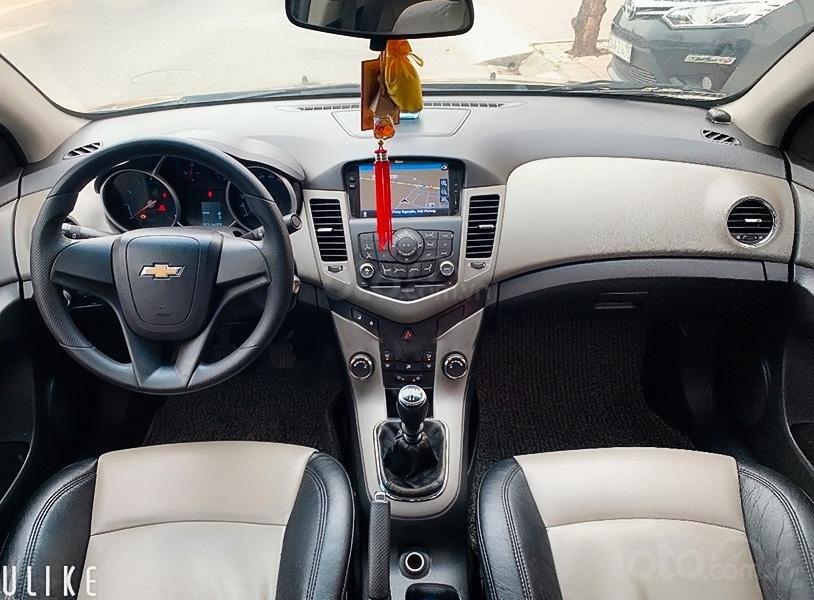 Cần bán xe Chevrolet Cruze đời 2012, màu vàng còn mới (2)
