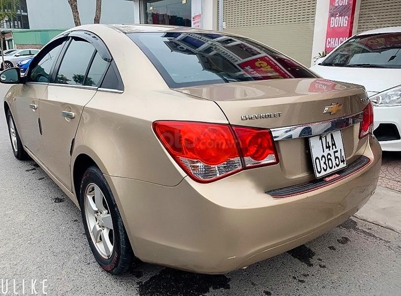 Cần bán xe Chevrolet Cruze đời 2012, màu vàng còn mới (4)