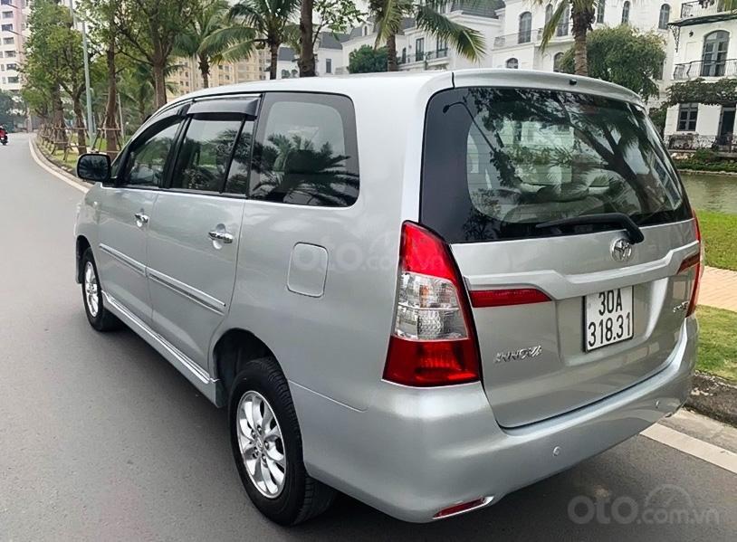 Bán Toyota Innova 2.0E năm sản xuất 2014, màu bạc còn mới (3)