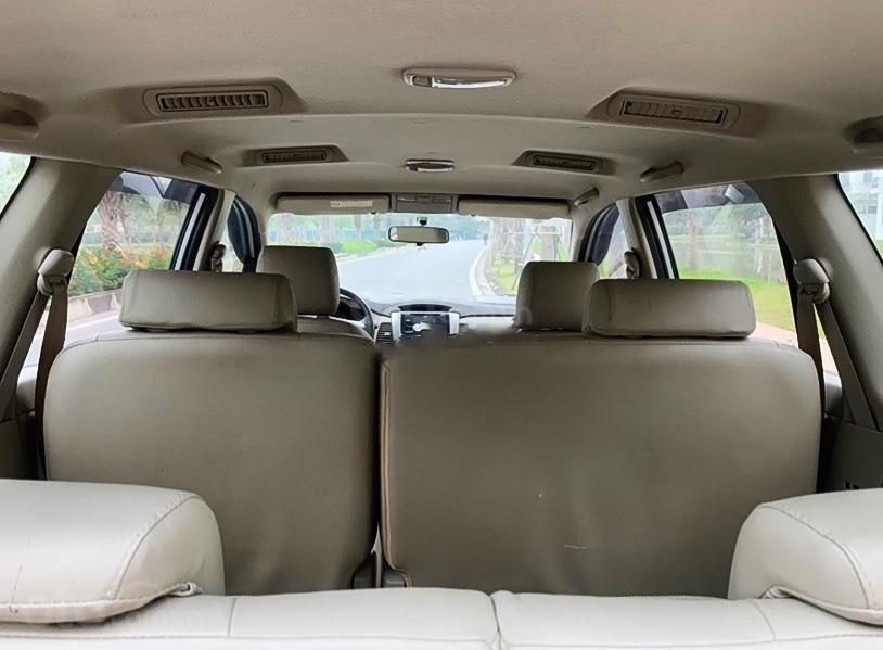 Bán Toyota Innova 2.0E năm sản xuất 2014, màu bạc còn mới (2)