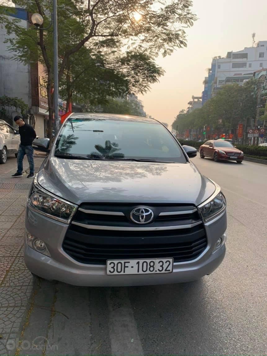 Bán xe Toyota Innova 2.0E sản xuất năm 2018, màu bạc số sàn (1)
