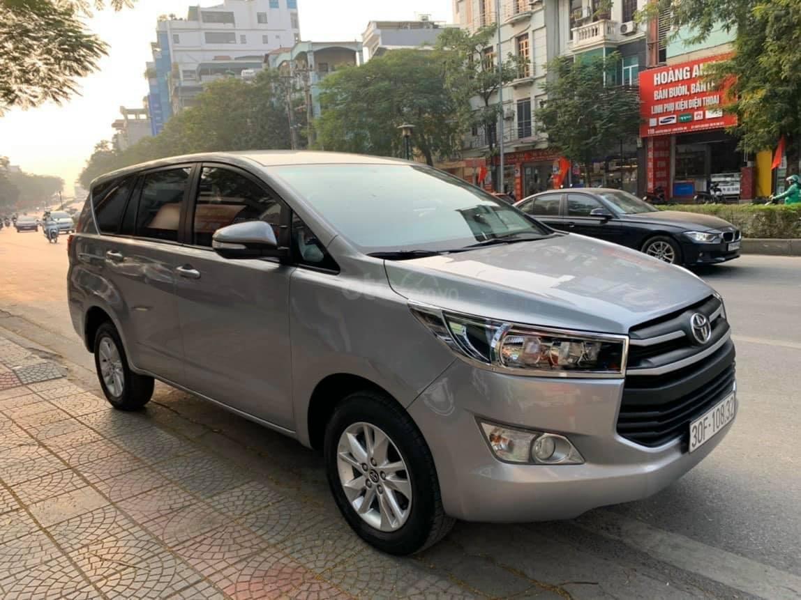 Bán xe Toyota Innova 2.0E sản xuất năm 2018, màu bạc số sàn (2)