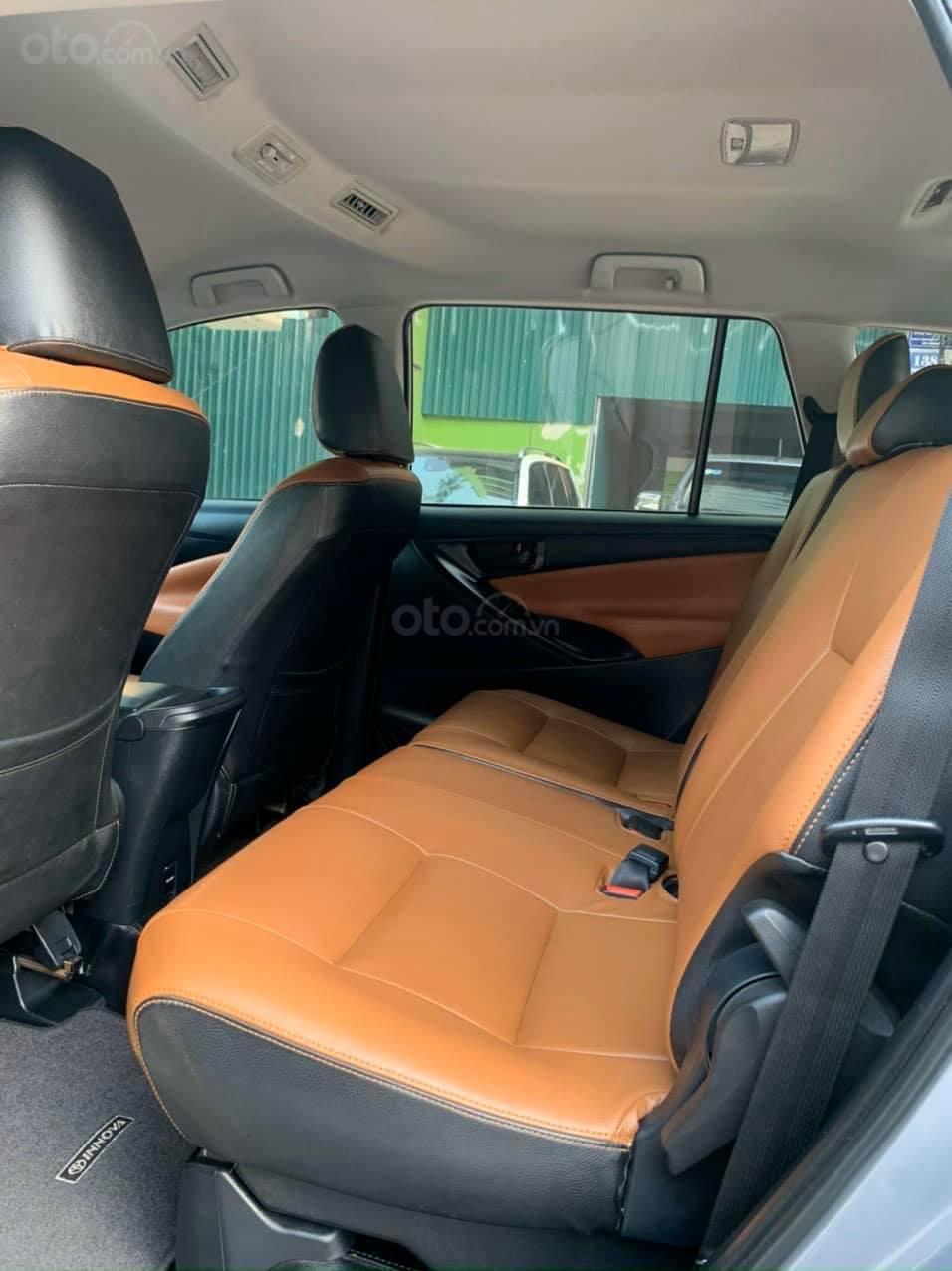 Bán xe Toyota Innova 2.0E sản xuất năm 2018, màu bạc số sàn (5)