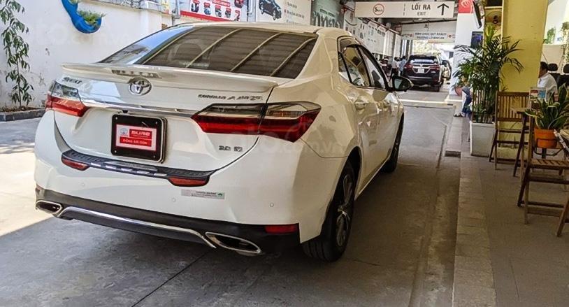 Bán Toyota Corolla Altis 2017, màu trắng, xe chính chủ (3)