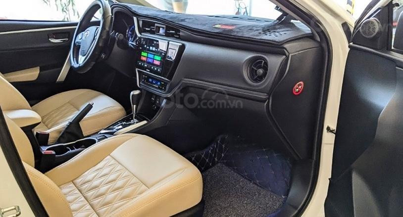 Bán Toyota Corolla Altis 2017, màu trắng, xe chính chủ (5)