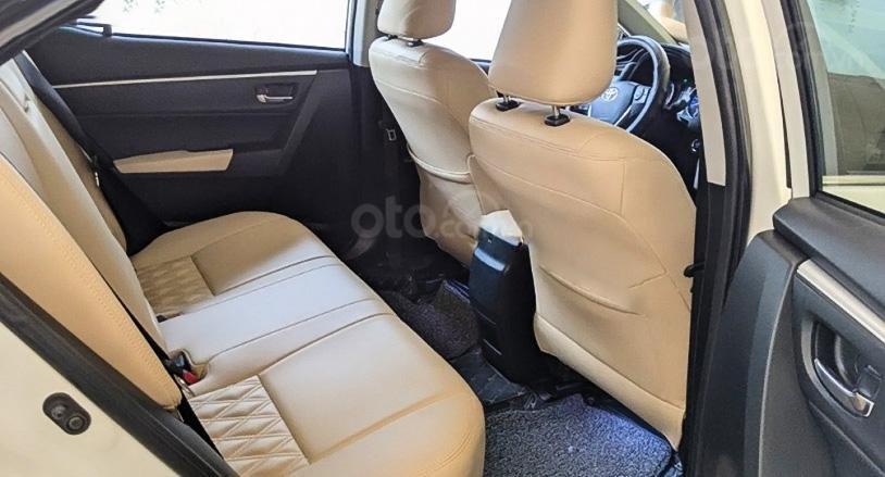 Bán Toyota Corolla Altis 2017, màu trắng, xe chính chủ (4)
