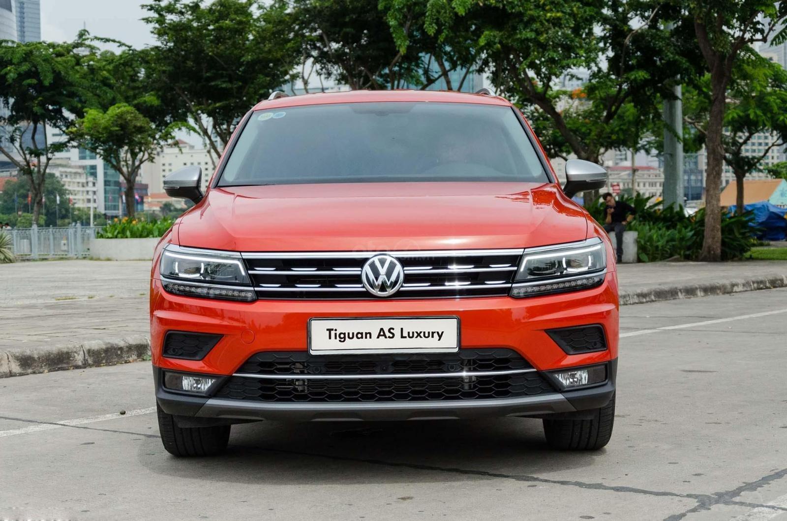 Khuyến mãi tháng 2/2021 Volkswagen Tiguan Luxury màu cam giảm cực khủng 120 triệu tiền mặt+ gói quà tặng cực hấp dẫn (1)