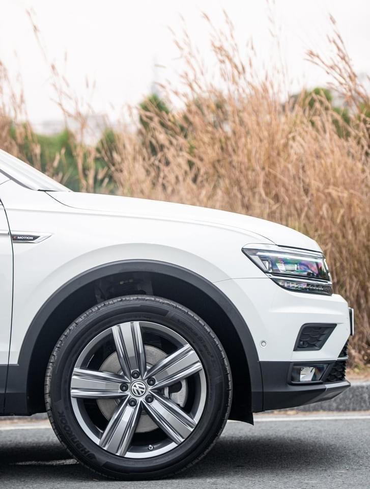 Ưu đãi xe Volkswagen Tiguan Elegance 2021 vừa ra mắt. Tặng IP 12 + Gói phụ kiện chính hãng cao cấp (4)