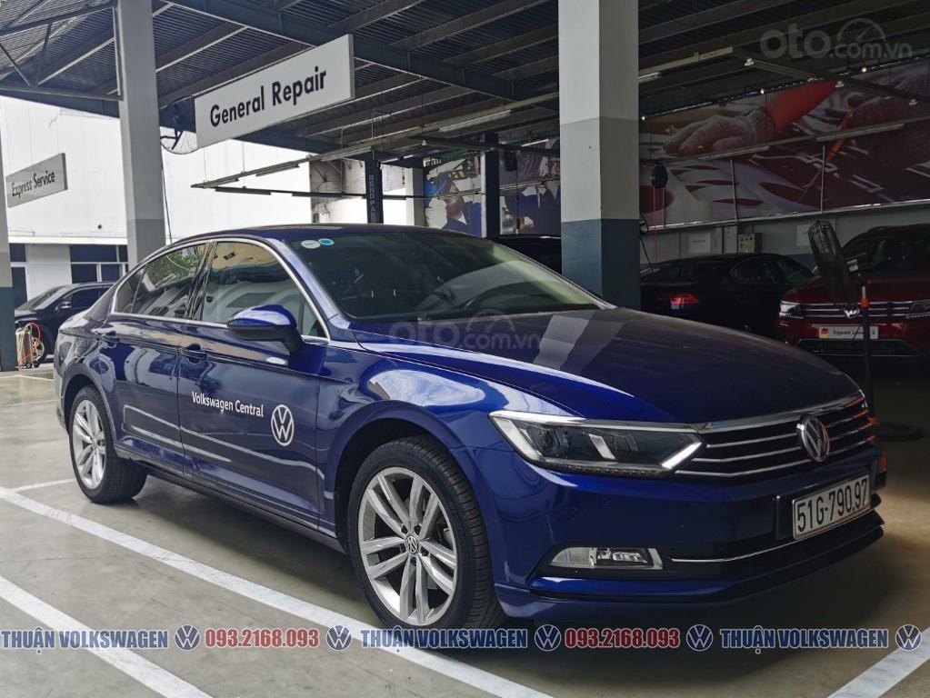 Công ty cần đổi xe test drive nên bán lại Passat Bluemotion High, giao xe ngay cho KH cần xe đi tết lh Mr. Thuận (1)