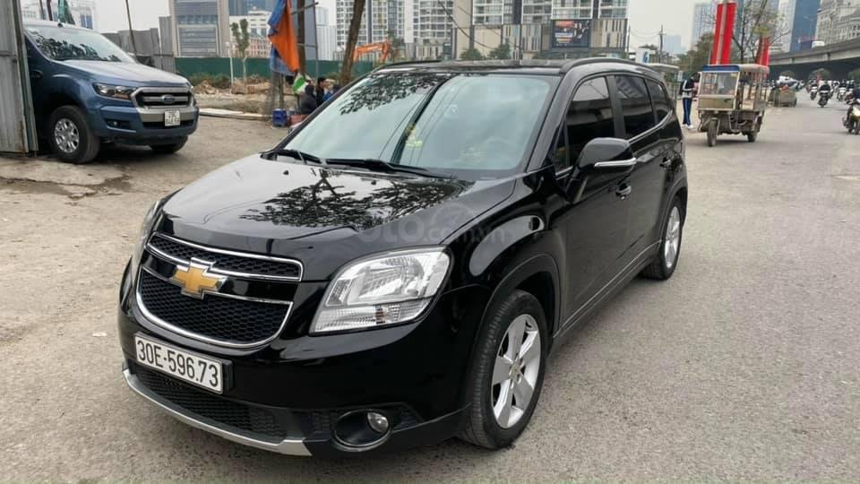 Cần bán xe Chevrolet Orlando đời 2016, màu đen, giá tốt (2)