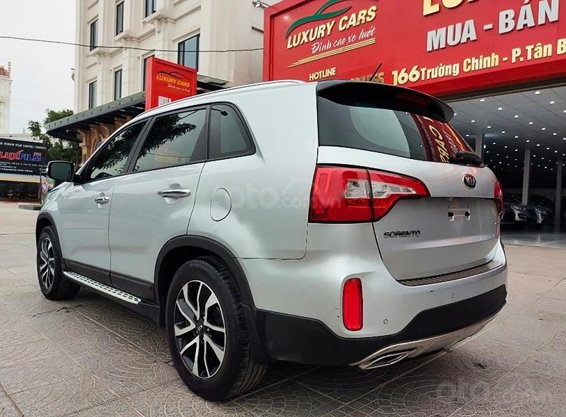 Cần bán lại xe Kia Sorento đời 2018, màu bạc, giá chỉ 798 triệu (2)