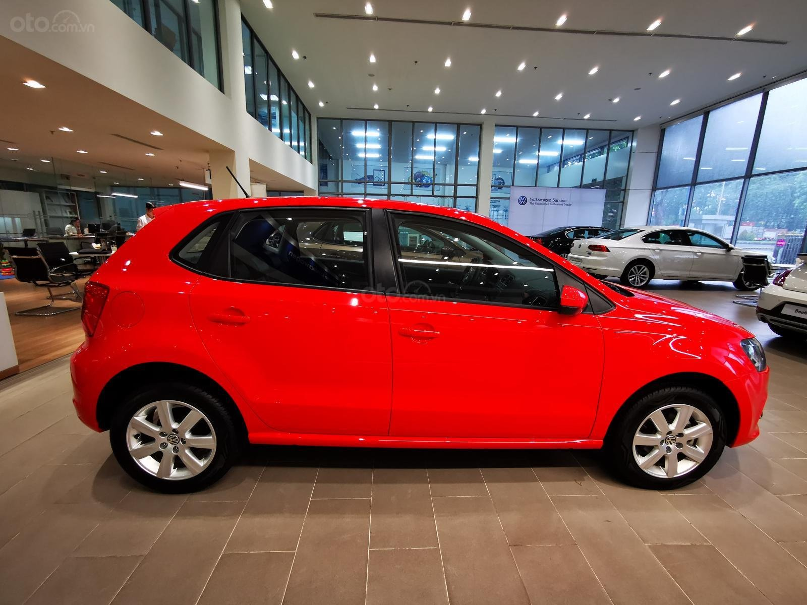 Bán ô tô Volkswagen Polo Hatchback 2018, màu đỏ, nhập khẩu nguyên chiếc - hỗ trợ 100% trước bạ (9)
