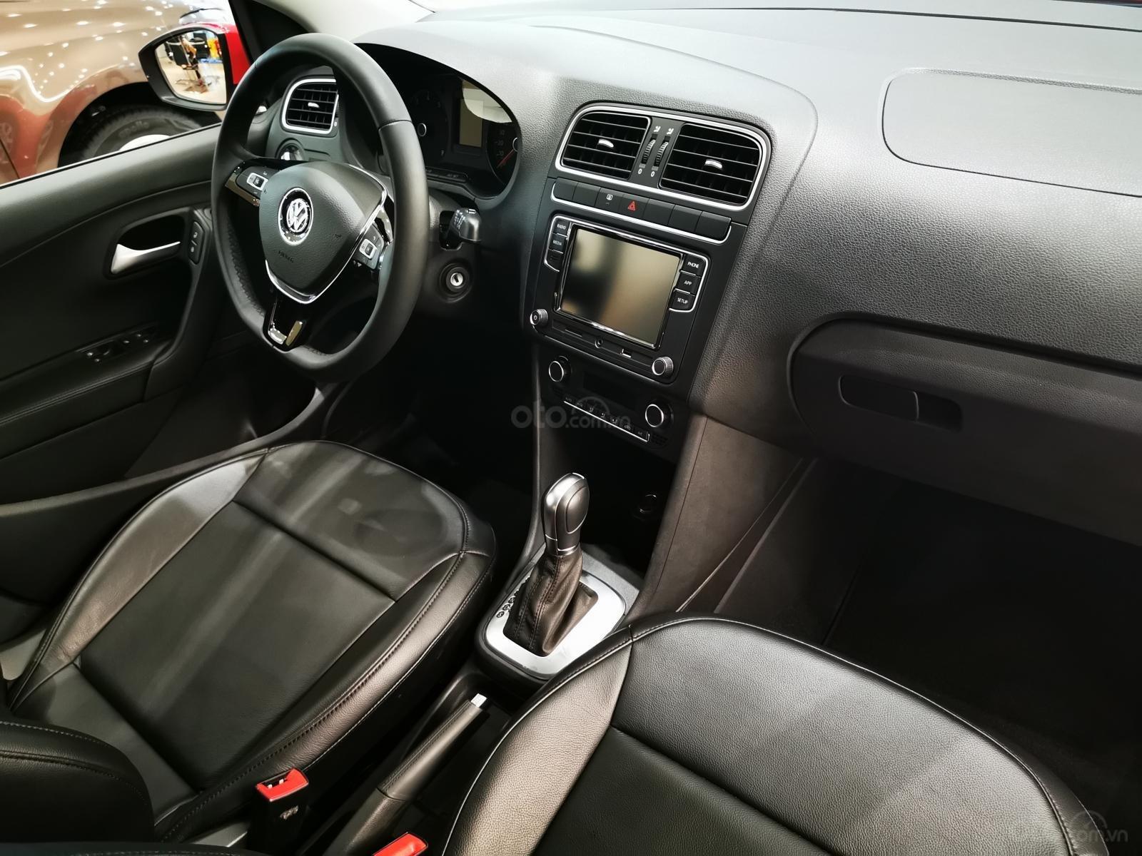 Bán ô tô Volkswagen Polo Hatchback 2018, màu đỏ, nhập khẩu nguyên chiếc - hỗ trợ 100% trước bạ (11)