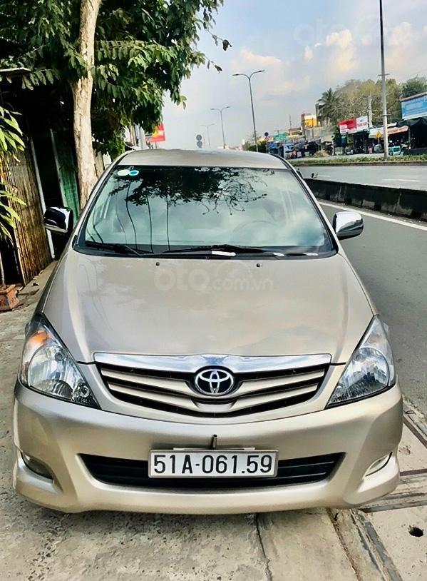 Cần bán xe Toyota Innova sản xuất 2011, màu vàng cát (1)
