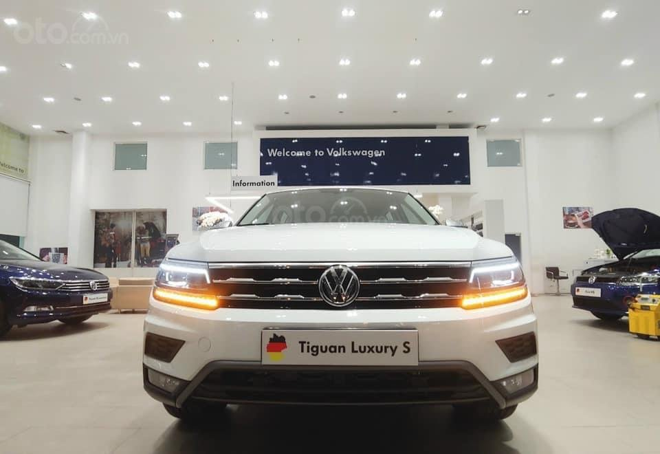 Báo giá: Giảm ngay ưu đãi tiền mặt xx triệu T3/2021 - xe VW Tiguan Luxury S 2021 đủ màu giao ngay, tặng Iphone12 (1)