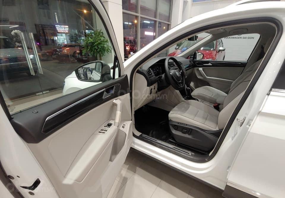 Báo giá: Giảm ngay ưu đãi tiền mặt xx triệu T3/2021 - xe VW Tiguan Luxury S 2021 đủ màu giao ngay, tặng Iphone12 (11)