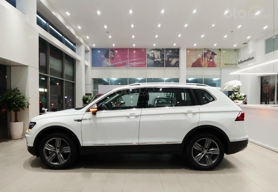 Báo giá: Giảm ngay ưu đãi tiền mặt xx triệu T3/2021 - xe VW Tiguan Luxury S 2021 đủ màu giao ngay, tặng Iphone12 (2)