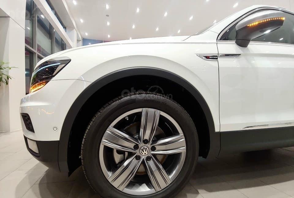 Báo giá: Giảm ngay ưu đãi tiền mặt xx triệu T3/2021 - xe VW Tiguan Luxury S 2021 đủ màu giao ngay, tặng Iphone12 (9)