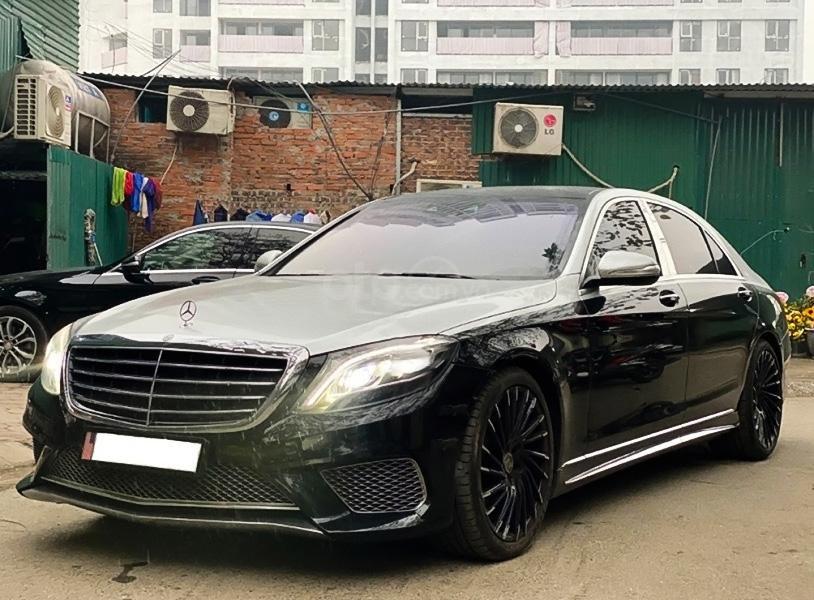 Cần bán xe Mercedes năm sản xuất 2014, màu đen còn mới (1)